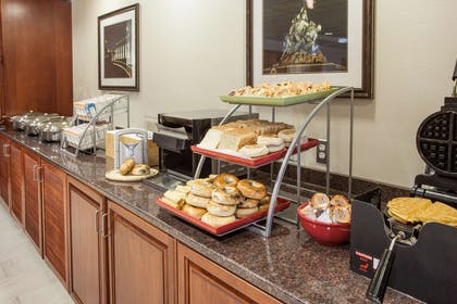 Breakfast Area | Wingate by Wyndham Chantilly / Dulles Airport
