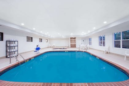 Pool | Wingate by Wyndham Columbia
