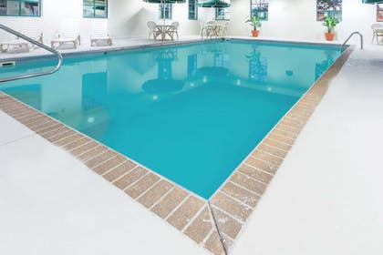 Pool | Wingate by Wyndham Indianapolis Airport-Rockville Rd.