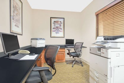 Business Center | Wingate by Wyndham Green Bay/Airport