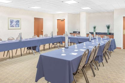 Meeting Room | Wingate by Wyndham Green Bay/Airport
