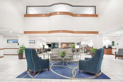 Lobby | Wingate by Wyndham Green Bay/Airport