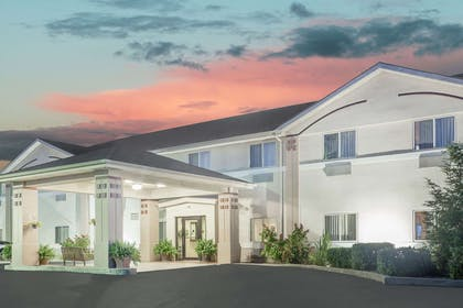 Exterior | Super 8 by Wyndham Central City