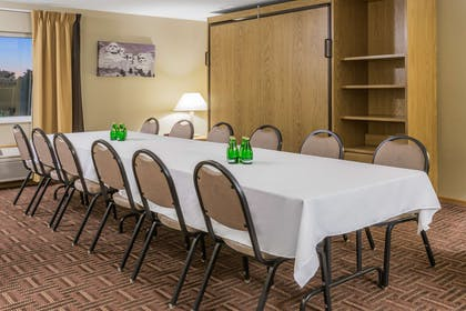 Meeting Room | Super 8 by Wyndham Sioux Falls
