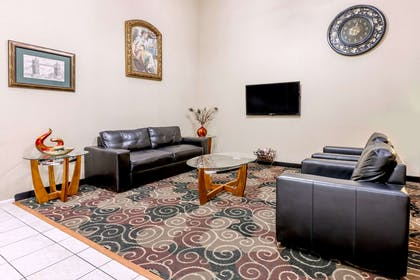 Lobby | Super 8 by Wyndham Pine Bluff