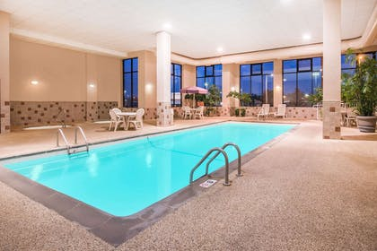 Pool | Howard Johnson by Wyndham Downtown Rapid City