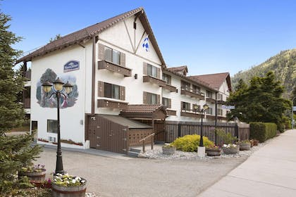 Welcome to the Howard Johnson Leavenworth | Howard Johnson by Wyndham Leavenworth