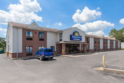 Exterior | Days Inn & Suites by Wyndham Cambridge