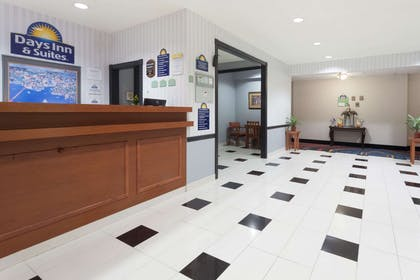 Lobby | Days Inn & Suites by Wyndham Cambridge