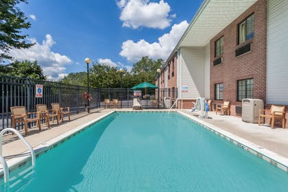 Pool | Days Inn & Suites by Wyndham Cambridge