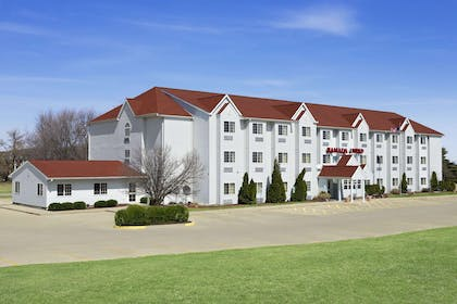 Welcome to the Ramada Limited Bloomington   Ramada Limited Bloomington