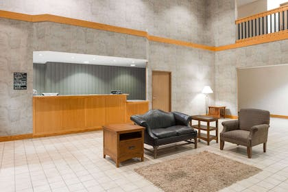 Lobby | Super 8 by Wyndham Columbia East