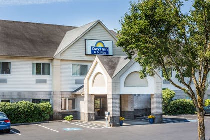 Welcome to the Days Inn Vancouver   Days Inn & Suites by Wyndham Vancouver