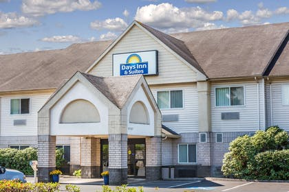 Days Inn Vancouver   Days Inn & Suites by Wyndham Vancouver