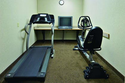 Fitness Room | Howard Johnson Hotel & Suites by Wyndham Elk Grove Village