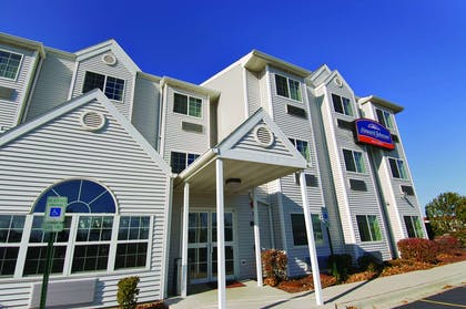 Welcome to the Howard Johnson Elk Grove Village   Howard Johnson Hotel & Suites by Wyndham Elk Grove Village