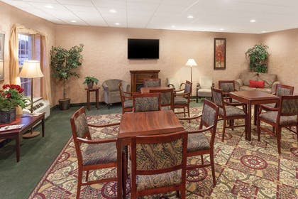 Lobby | Ramada by Wyndham Shelbyville/Louisville East