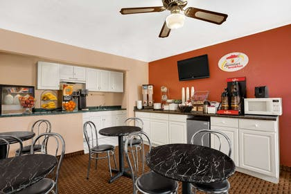 Breakfast Area | Super 8 by Wyndham El Centro