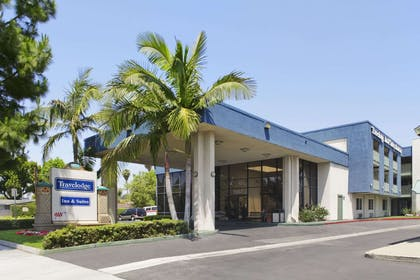 Welcome to the Travelodge Anaheim Inn and Suite | Travelodge Inn & Suites by Wyndham Anaheim on Disneyland Dr