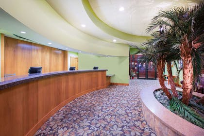 Lobby | Ramada by Wyndham Des Moines Tropics Resort & Conference Ctr