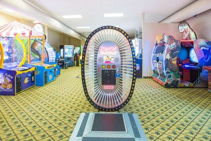 Recreational Facility | Ramada by Wyndham Des Moines Tropics Resort & Conference Ctr