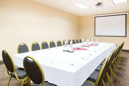 Meeting Room | Ramada by Wyndham Des Moines Tropics Resort & Conference Ctr