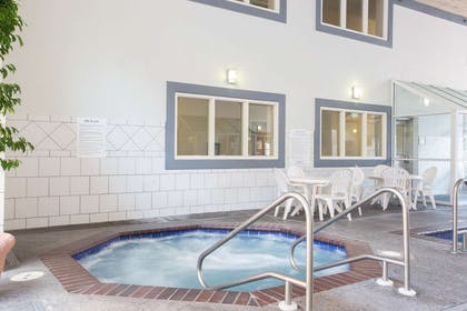Pool | Baymont by Wyndham Des Moines Airport