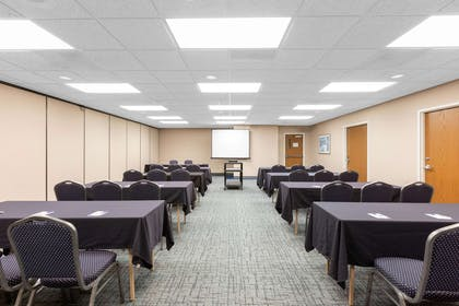 Meeting Room | Baymont by Wyndham Des Moines Airport