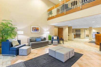 Lobby | Baymont by Wyndham Des Moines Airport