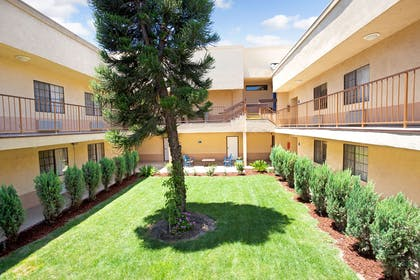 Days Inn and Suites Artesia | Days Inn & Suites by Wyndham Artesia