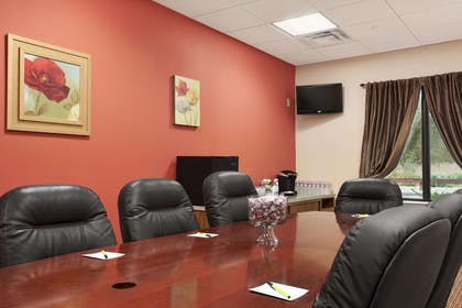 Boardroom | Super 8 by Wyndham Pennsville/Wilmington