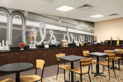 Breakfast Area | Super 8 by Wyndham Pennsville/Wilmington
