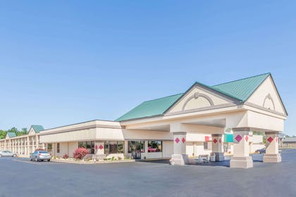 Exterior | Ramada Hotel & Conference Center by Wyndham Grayling