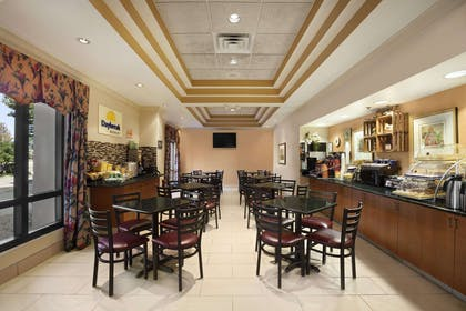 Breakfast Area | Days Inn & Suites by Wyndham Cedar Rapids
