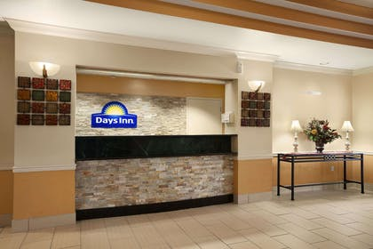 Lobby | Days Inn & Suites by Wyndham Cedar Rapids