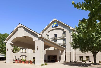 Exterior | Days Inn & Suites by Wyndham Cedar Rapids