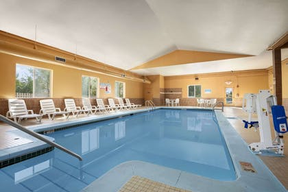 Pool | Days Inn & Suites by Wyndham Cedar Rapids
