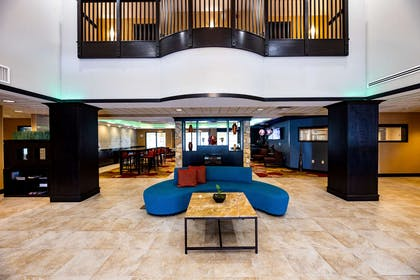 Lobby | Wingate by Wyndham State Arena Raleigh/Cary