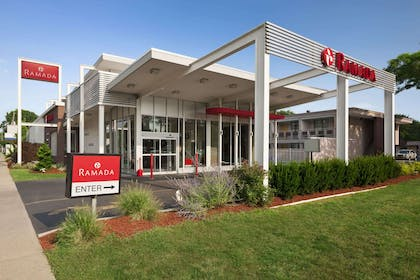 Welcome to the Ramada Rockville Centre | Ramada by Wyndham Rockville Centre