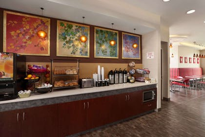 Breakfast Area | Ramada by Wyndham Rockville Centre