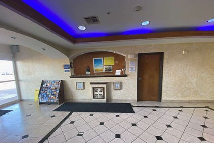 Reception | Days Inn & Suites by Wyndham Cleburne TX
