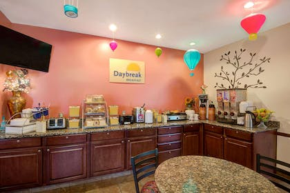 Breakfast Area | Days Inn & Suites by Wyndham Airport Albuquerque