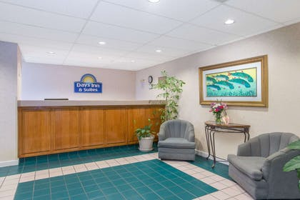 Lobby | Days Inn & Suites by Wyndham Navarre Conference Center
