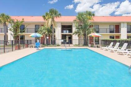 Pool | Days Inn & Suites by Wyndham Navarre Conference Center