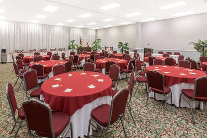 Meeting Room | Days Inn & Suites by Wyndham Navarre Conference Center