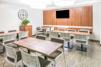 Microtel Dining | Microtel Inn by Wyndham Victor/Rochester