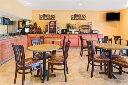 Breakfast Area | Microtel Inn & Suites by Wyndham Cordova/Memphis/By Wolfchas
