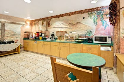Breakfast Area | Microtel Inn & Suites by Wyndham Albuquerque West