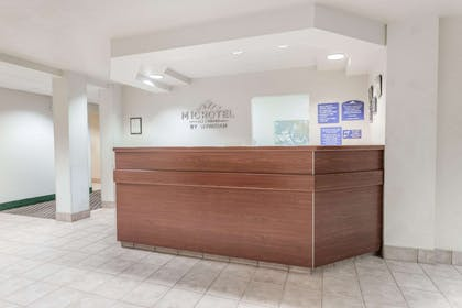 Front Desk   Microtel Inn & Suites by Wyndham Marianna