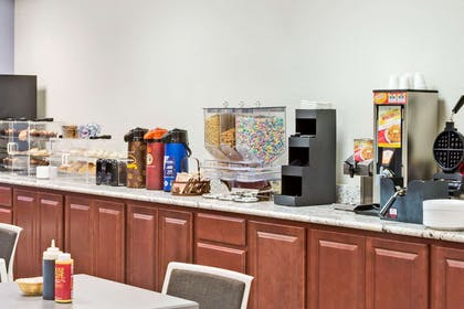 Breakfast Area | Microtel Inn & Suites by Wyndham Urbandale/Des Moines